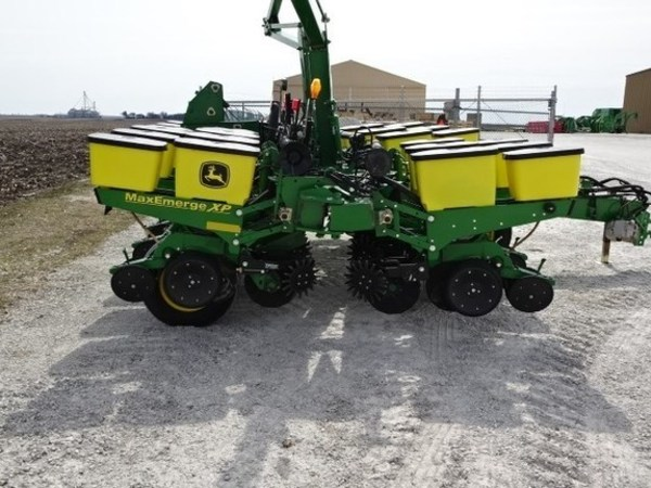2014 John Deere 1760 Planter