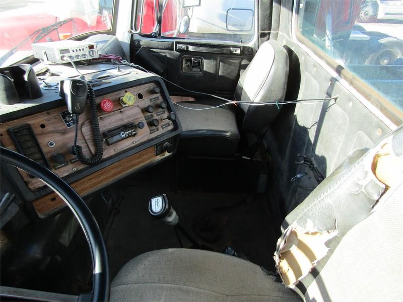 1989 Volvo WG64 Semi Truck