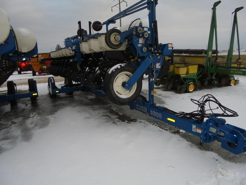 2011 Kinze 3600 Planter