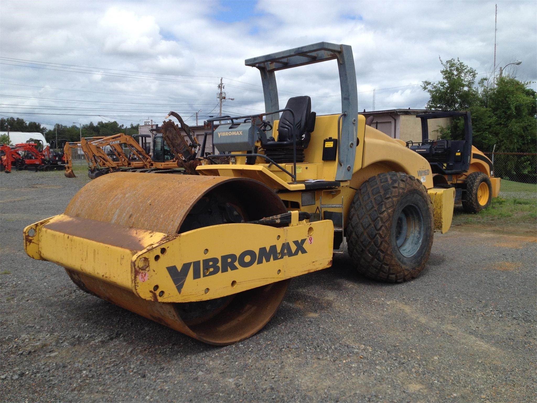2005 Vibromax VM116D Compacting and Paving