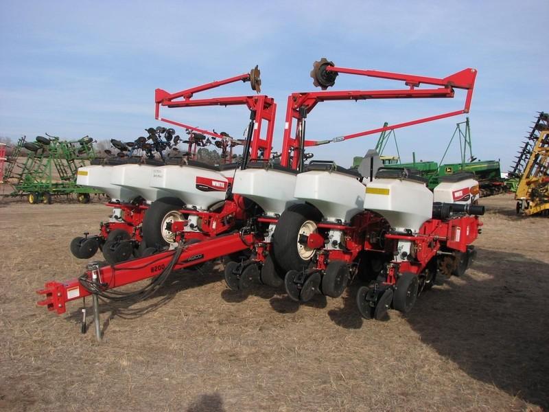 2008 White 8200 Planter