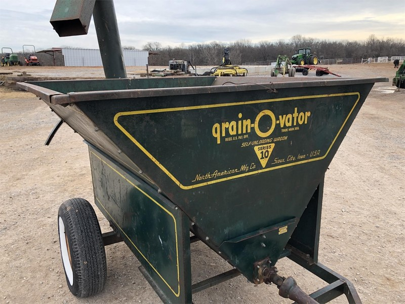 Grain-O-Vator 10 Series Feed Wagon