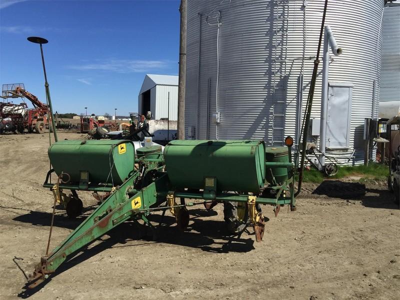 John Deere 1240 Planter Wheeler Illinois Machinery Pete