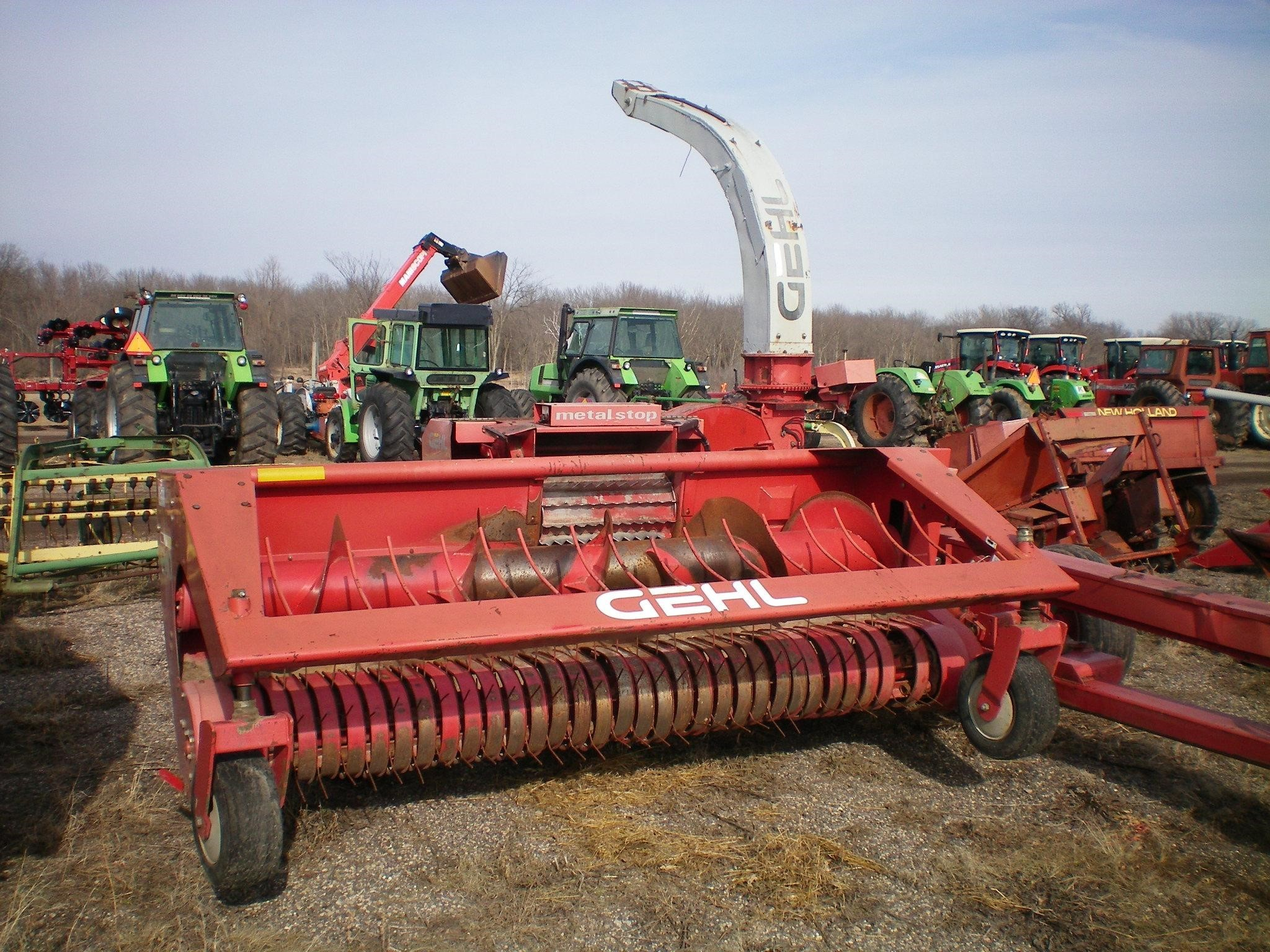 Gehl CB1275 Pull-Type Forage Harvester