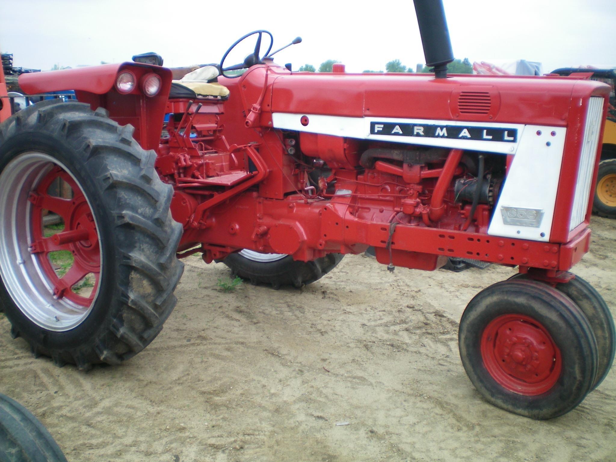 1966 International Harvester 656 Tractor
