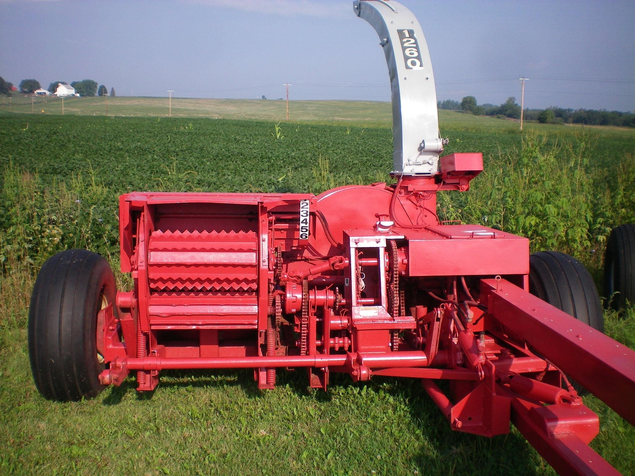 Gehl 1260 Pull-Type Forage Harvester