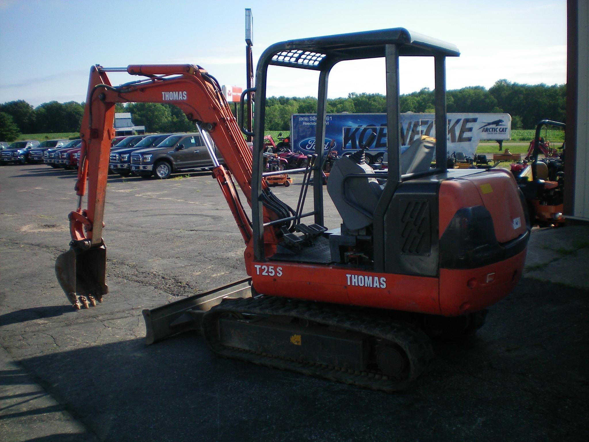 2000 Thomas T25S Excavators and Mini Excavator