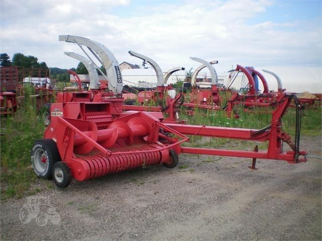 Gehl 1200 Pull-Type Forage Harvester