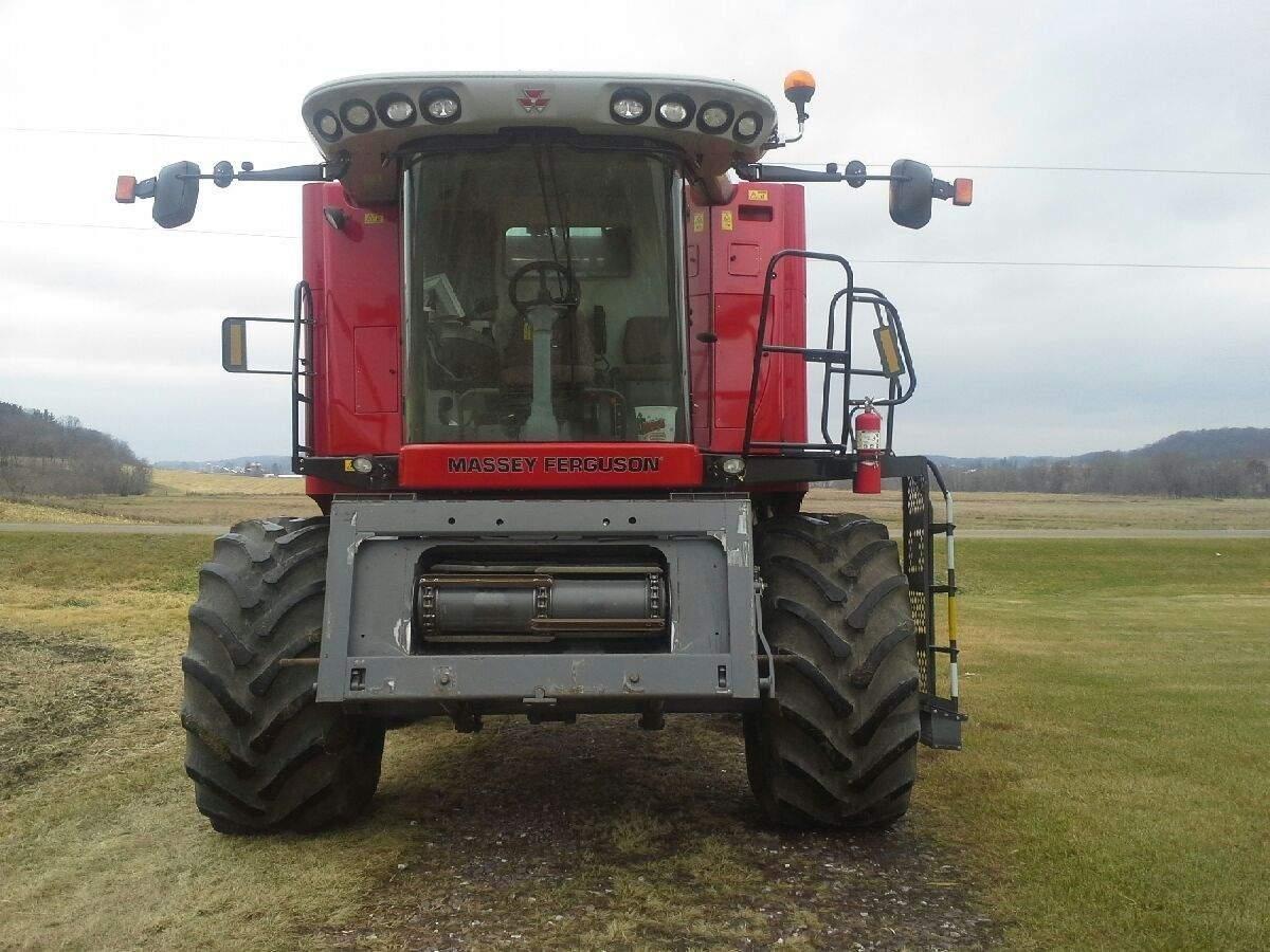 2010 Massey Ferguson 9695 Combine