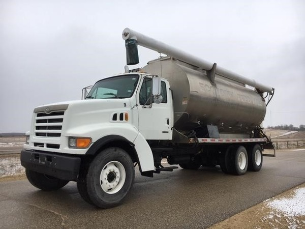 1999 Sterling LT9500 Semi Truck