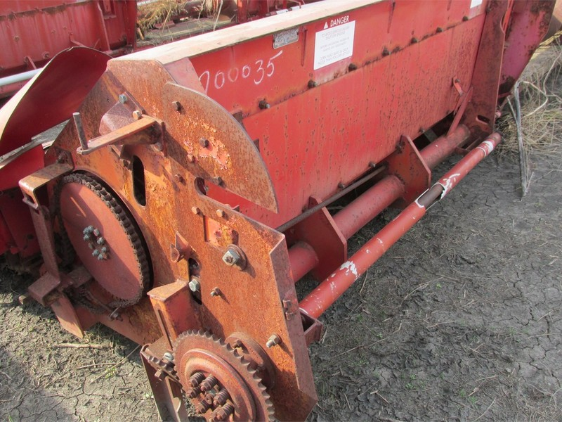 1990 Massey Ferguson 1183 Corn Head