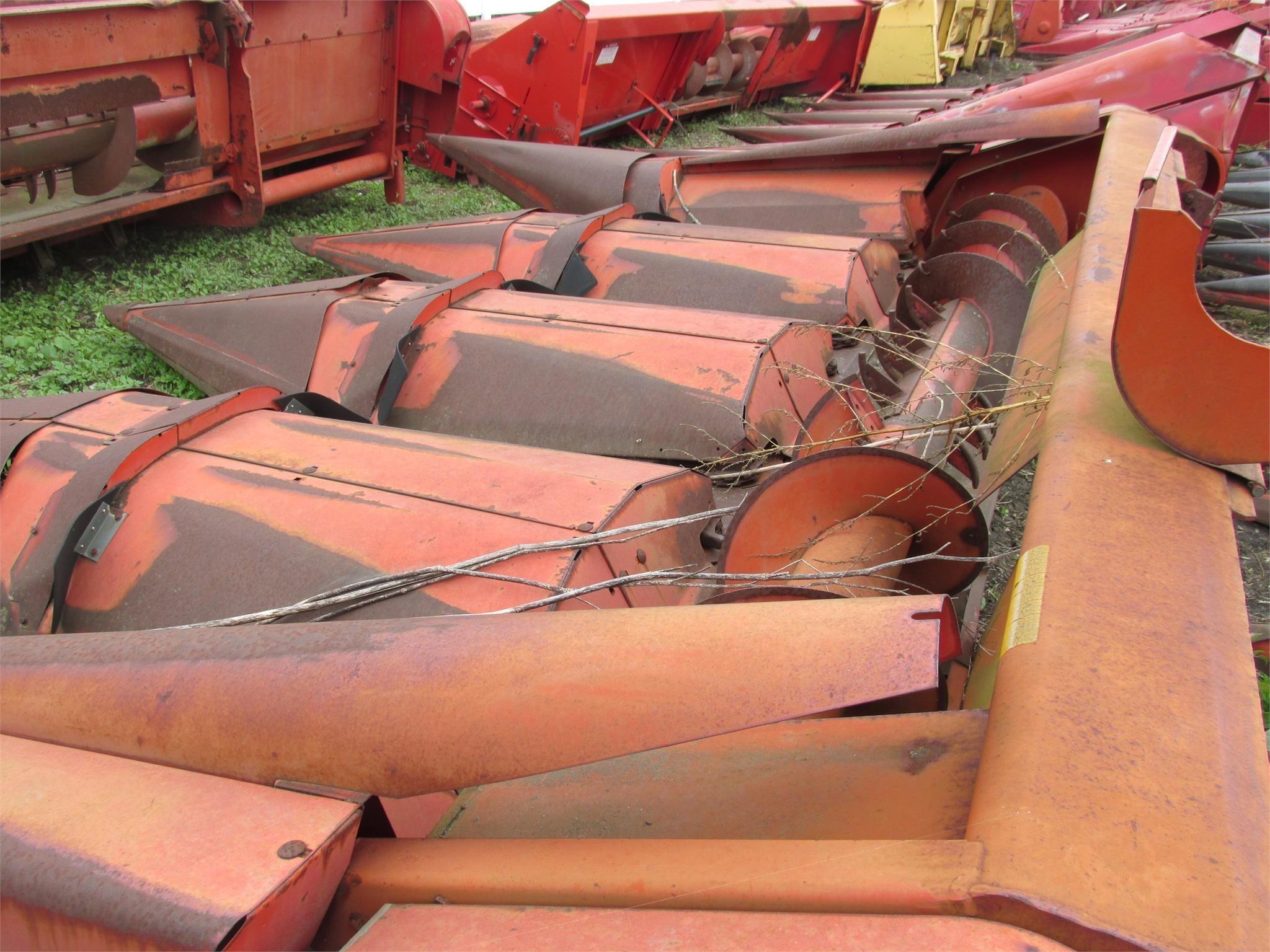 1989 Massey Ferguson 1144 Corn Head