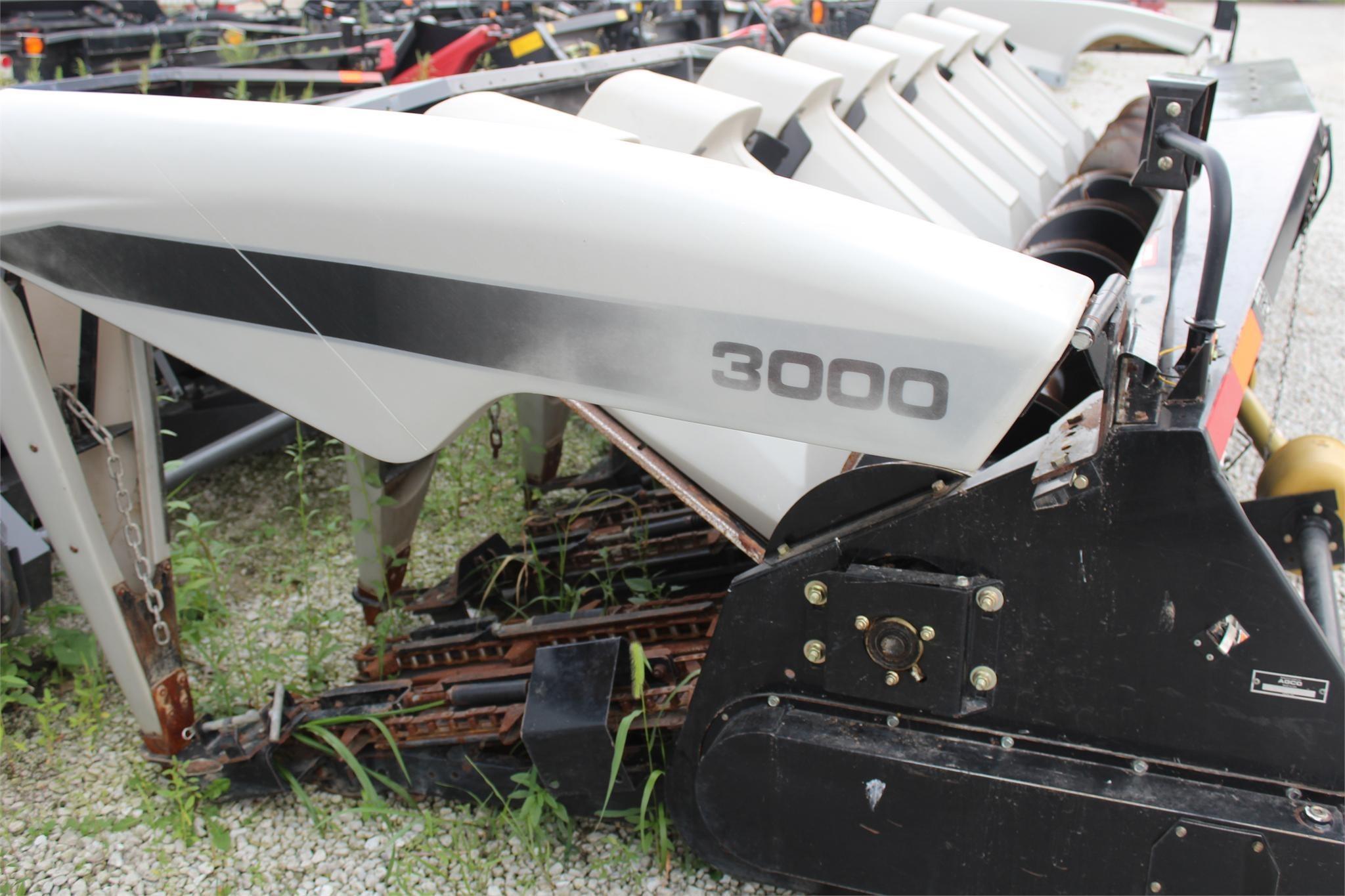 2004 Gleaner 3000 Corn Head