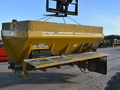 2000 New Leader L2020 GT Self-Propelled Fertilizer Spreader