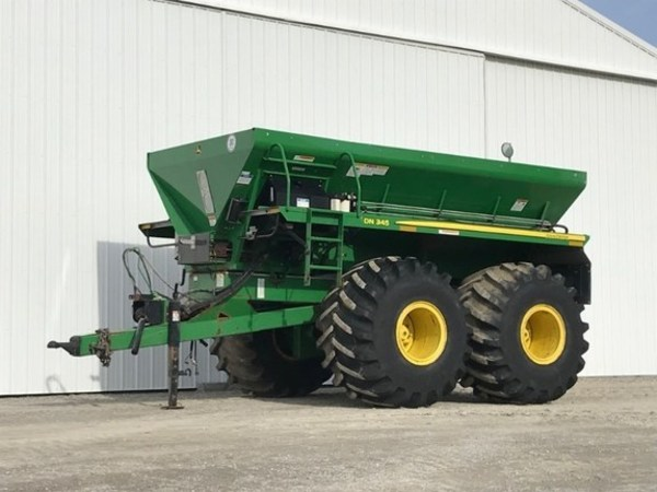 2010 John Deere DN345 Pull-Type Fertilizer Spreader