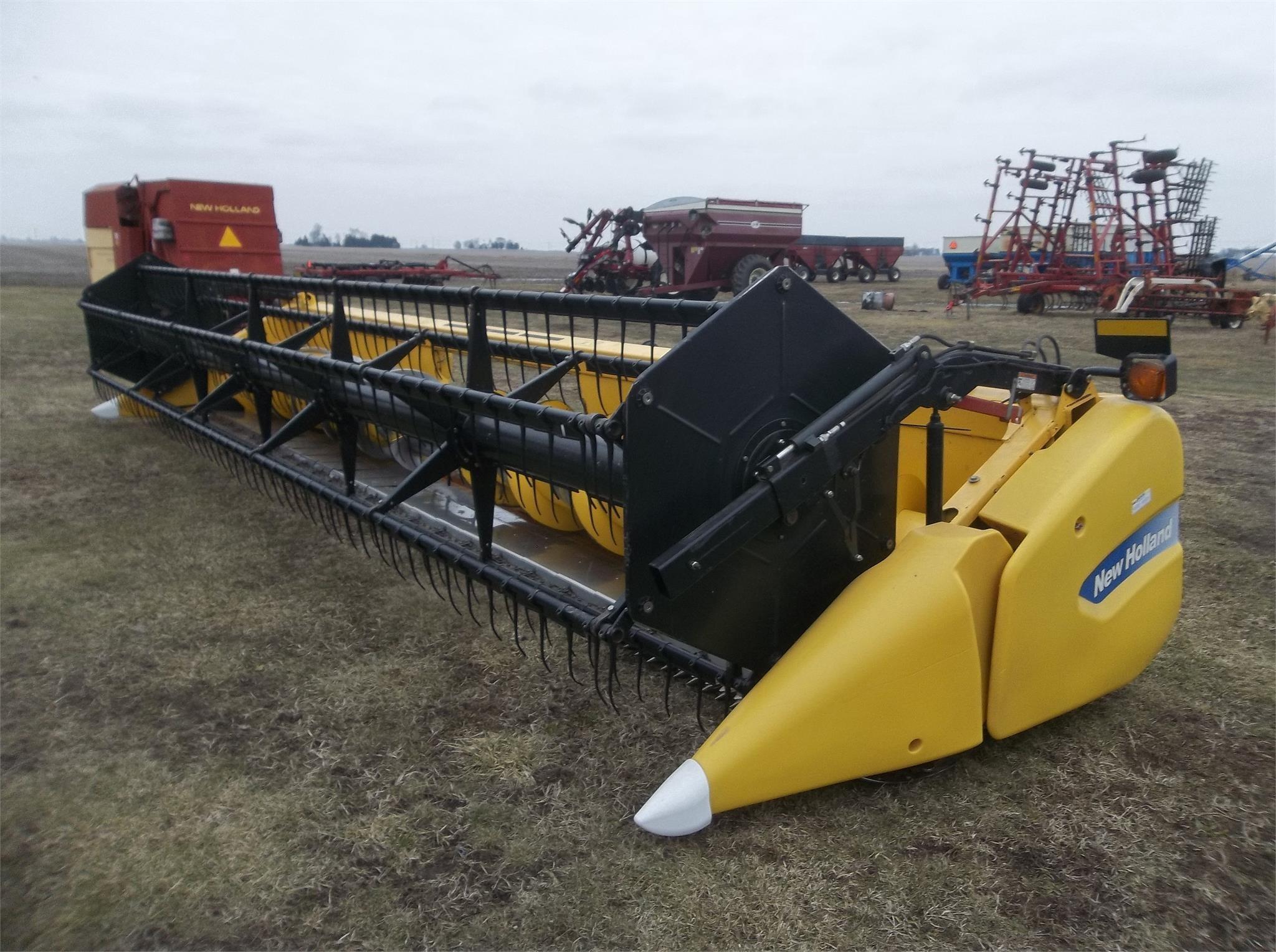 2011 New Holland 740CF-25 Platform