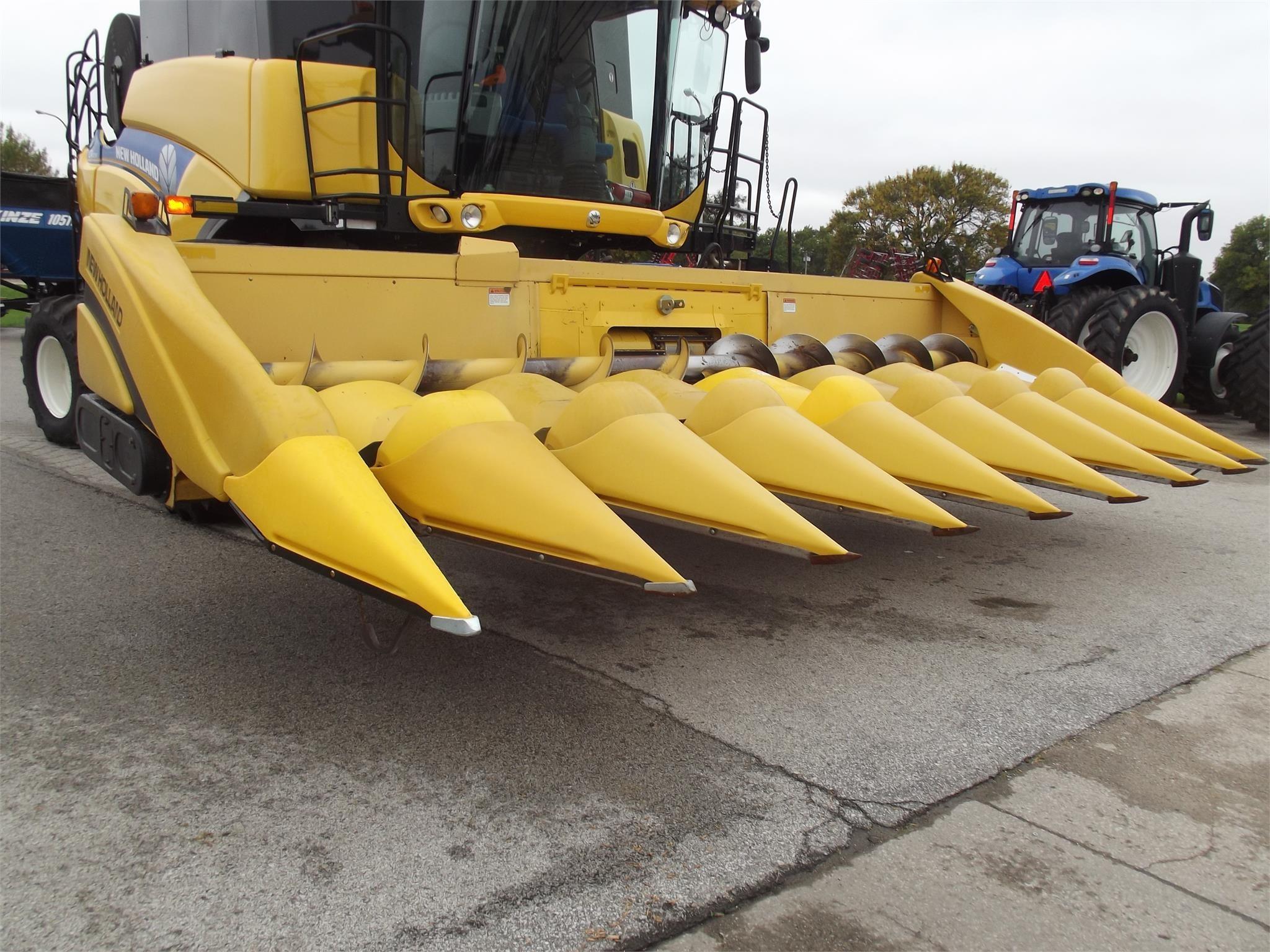 New Holland 996 Corn Head