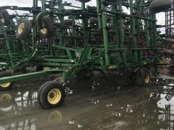 2006 John Deere 2210 Field Cultivator
