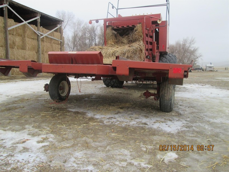 1997 Hesston 4920 Bale Wagons and Trailer