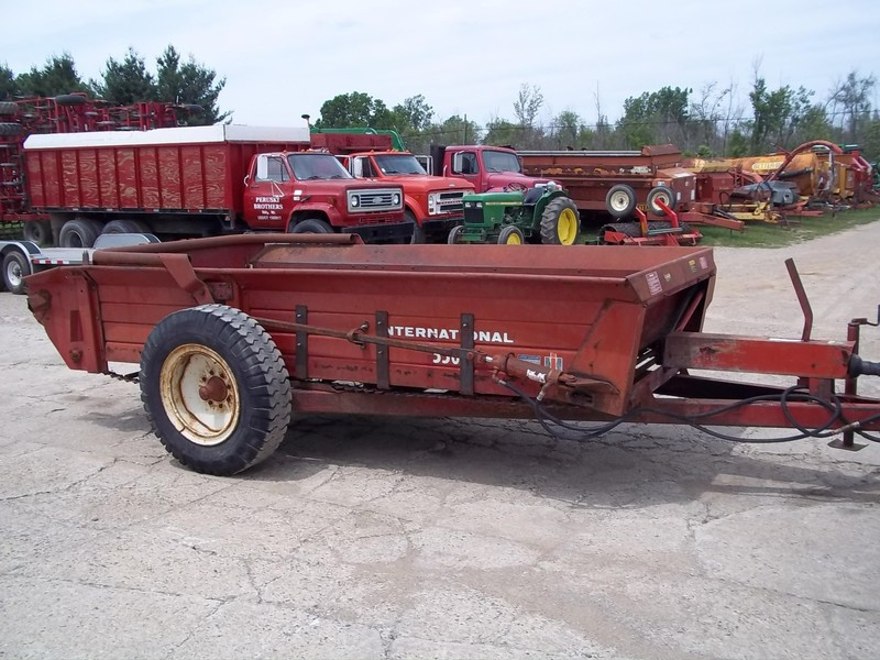 1983 International 550 Manure Spreader