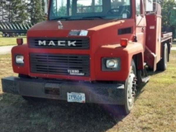 1989 Mack CS300P Semi Truck