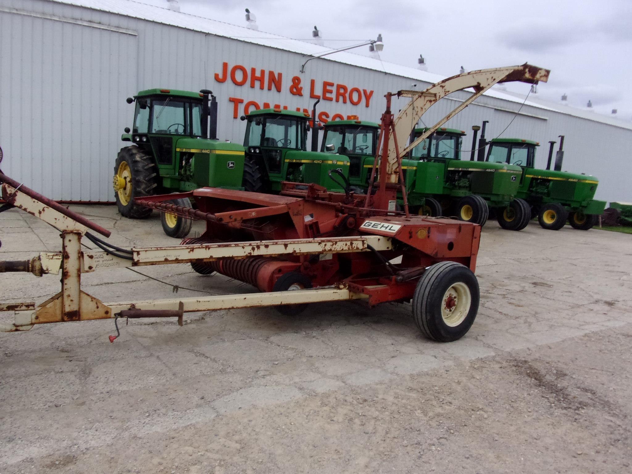 Gehl 800 Pull-Type Forage Harvester