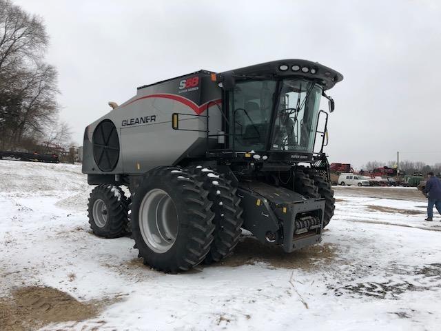 2015 Gleaner S68 Combine