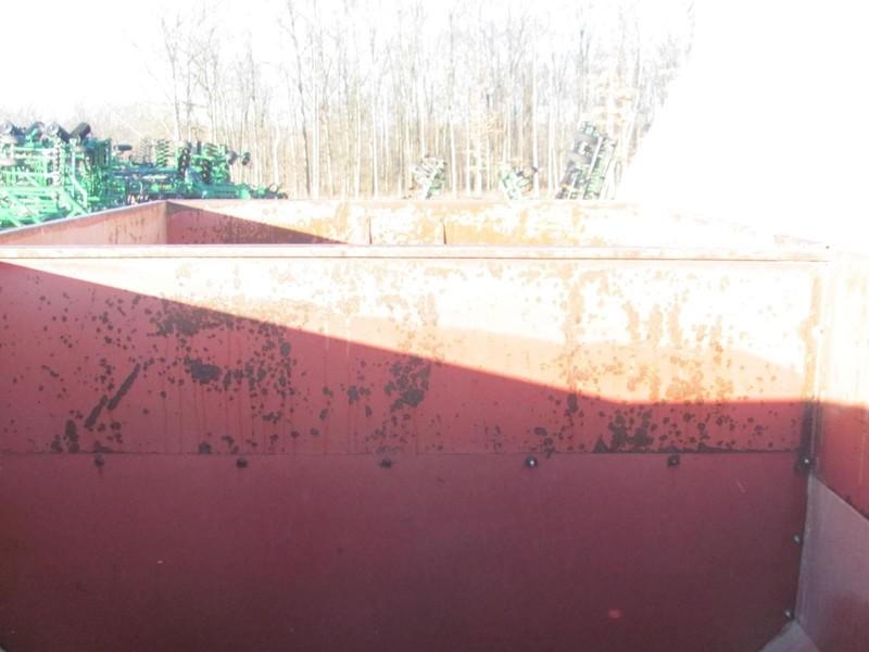 M&W Little Red Wagon Grain Cart