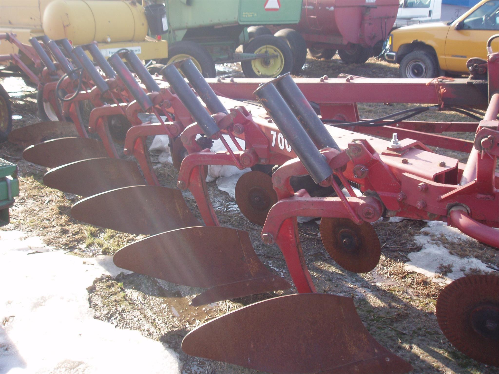 International Harvester 700 Plow