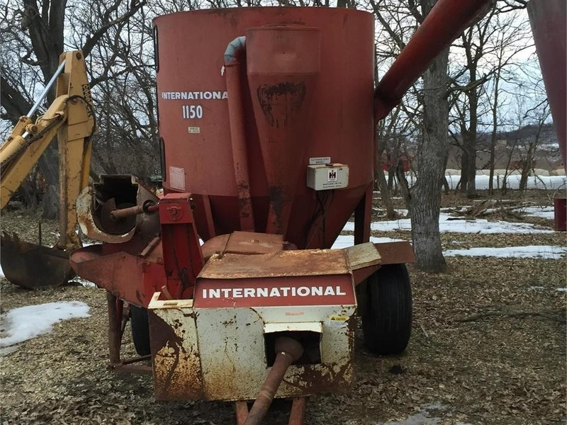 International 1150 Grinders and Mixer
