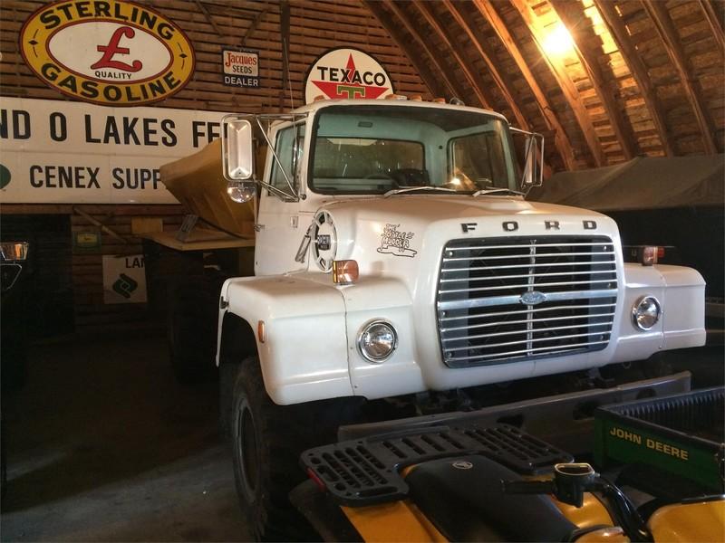 1981 Ford L900 Semi Truck - Prescott, Wisconsin | Machinery Pete