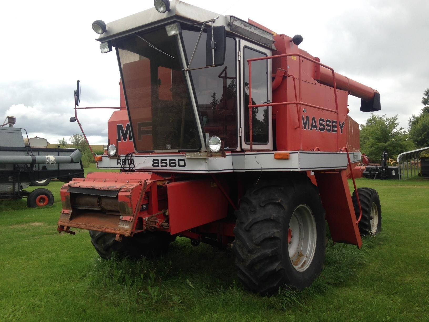 Massey Ferguson 8560 Combine