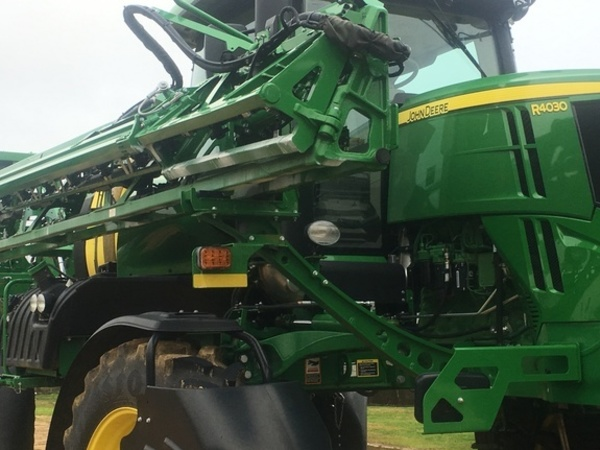 2017 John Deere R4030 Self-Propelled Sprayer