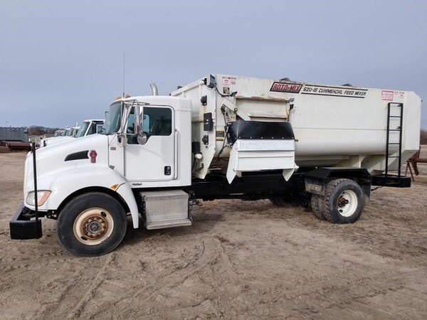 2013 Roto Mix 620-16 Grinders and Mixer