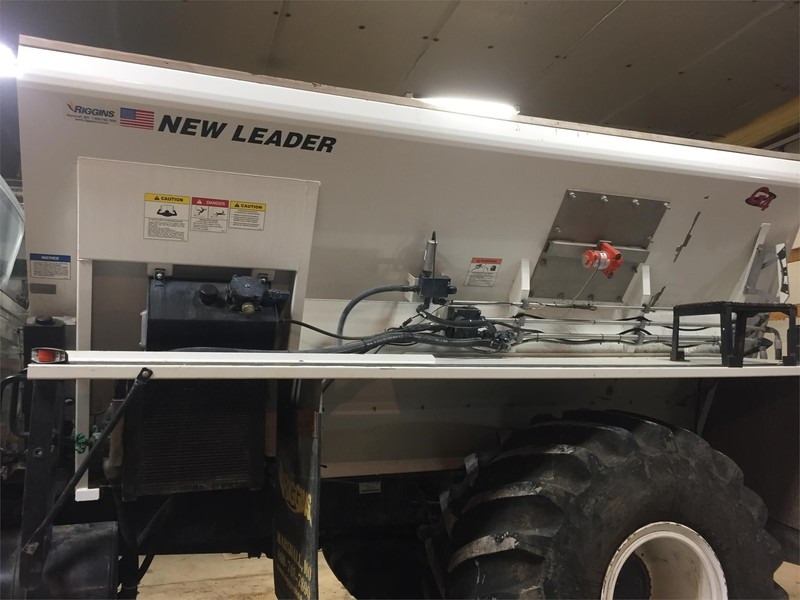 2009 New Leader L5034G4 Self-Propelled Fertilizer Spreader