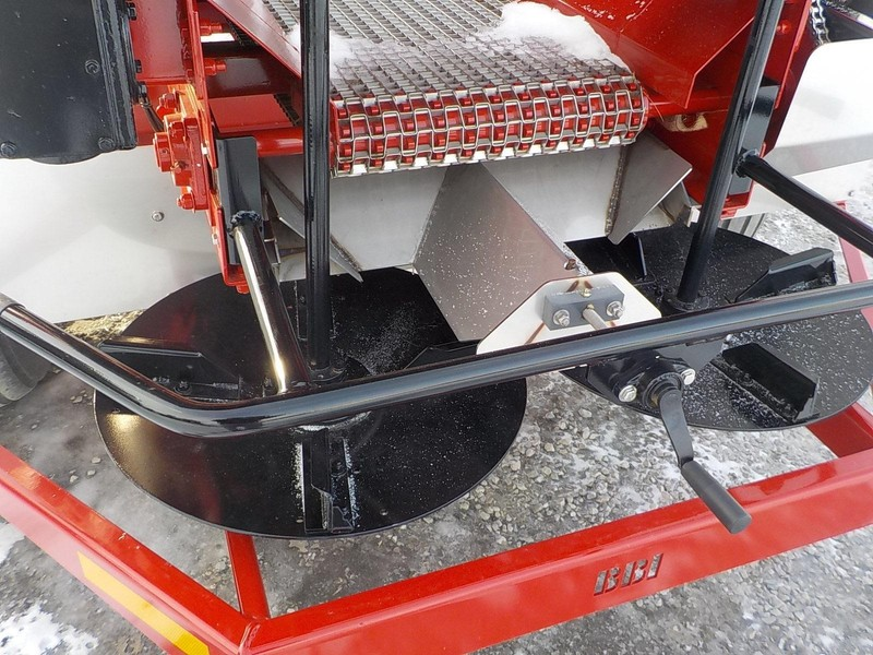 2018 BBI Liberty Pull-Type Fertilizer Spreader