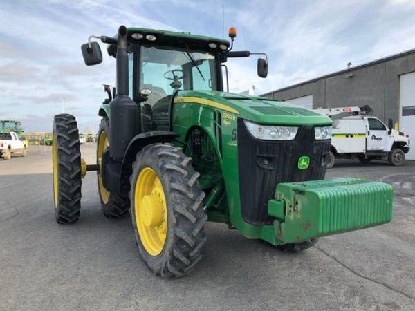 2012 John Deere 8260R Tractor