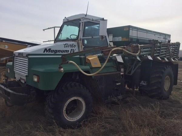 2000 Loral Magnum IV Self-Propelled Fertilizer Spreader
