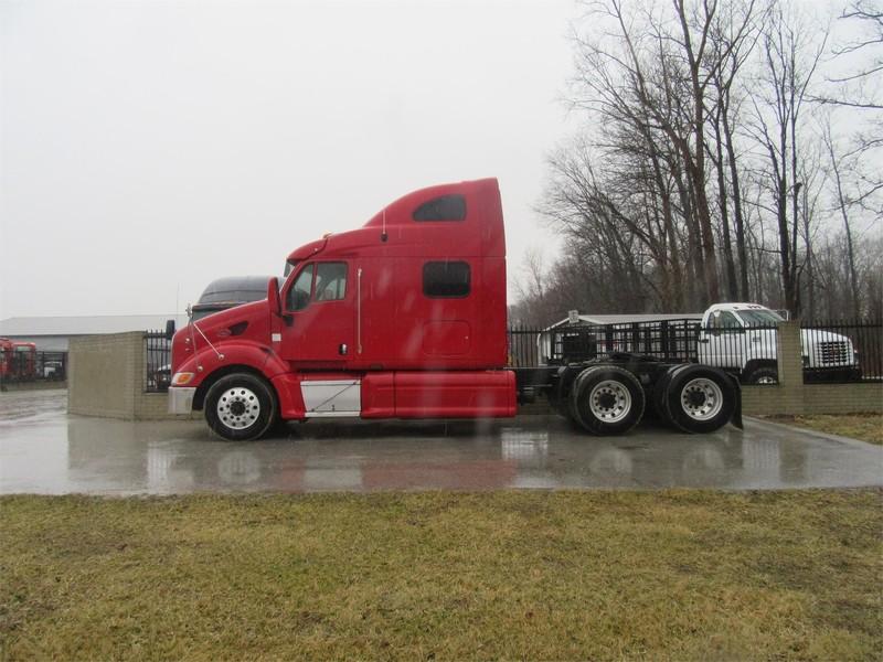 2004 Peterbilt 387 Semi Truck