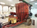 Case IH 1350 Grinders and Mixer