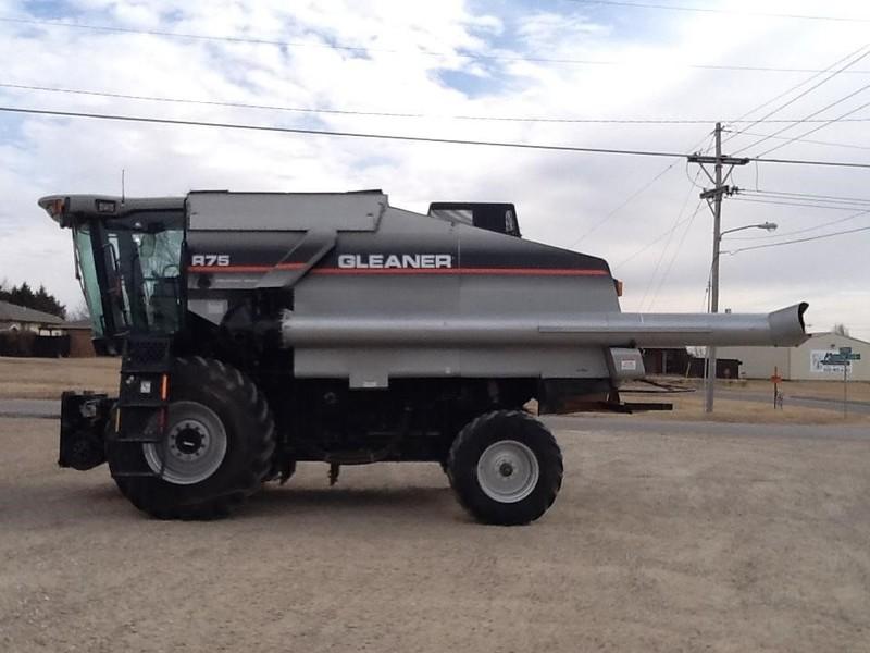 2006 Gleaner R75 Combine