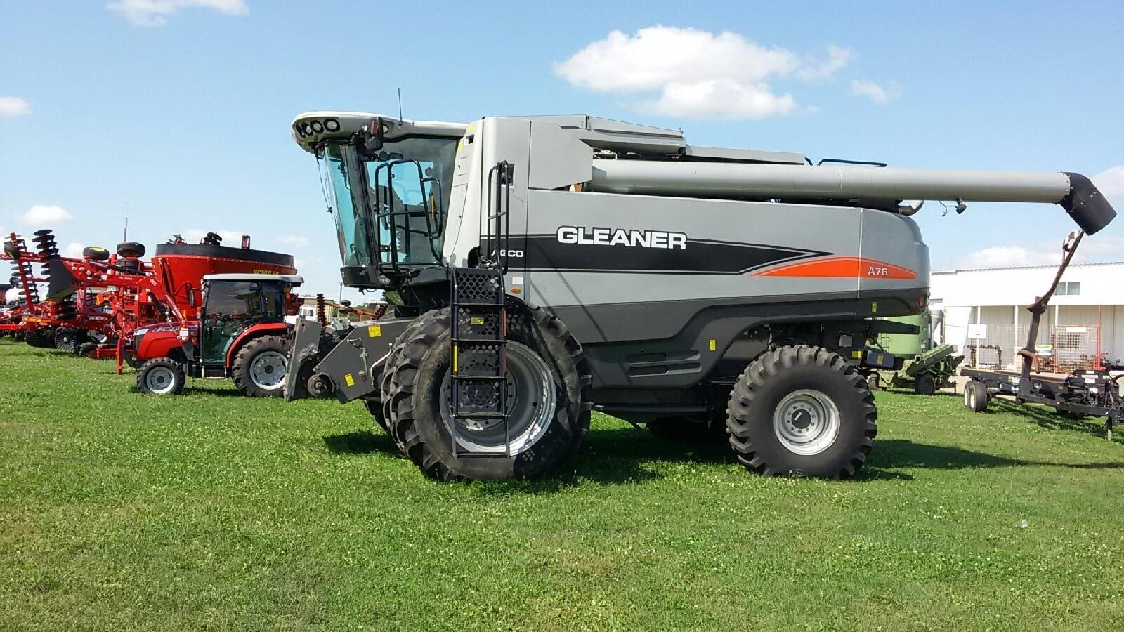 2009 Gleaner A76 Combine