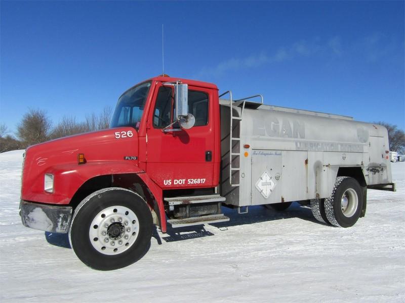 2000 Freightliner FL70 Semi Truck