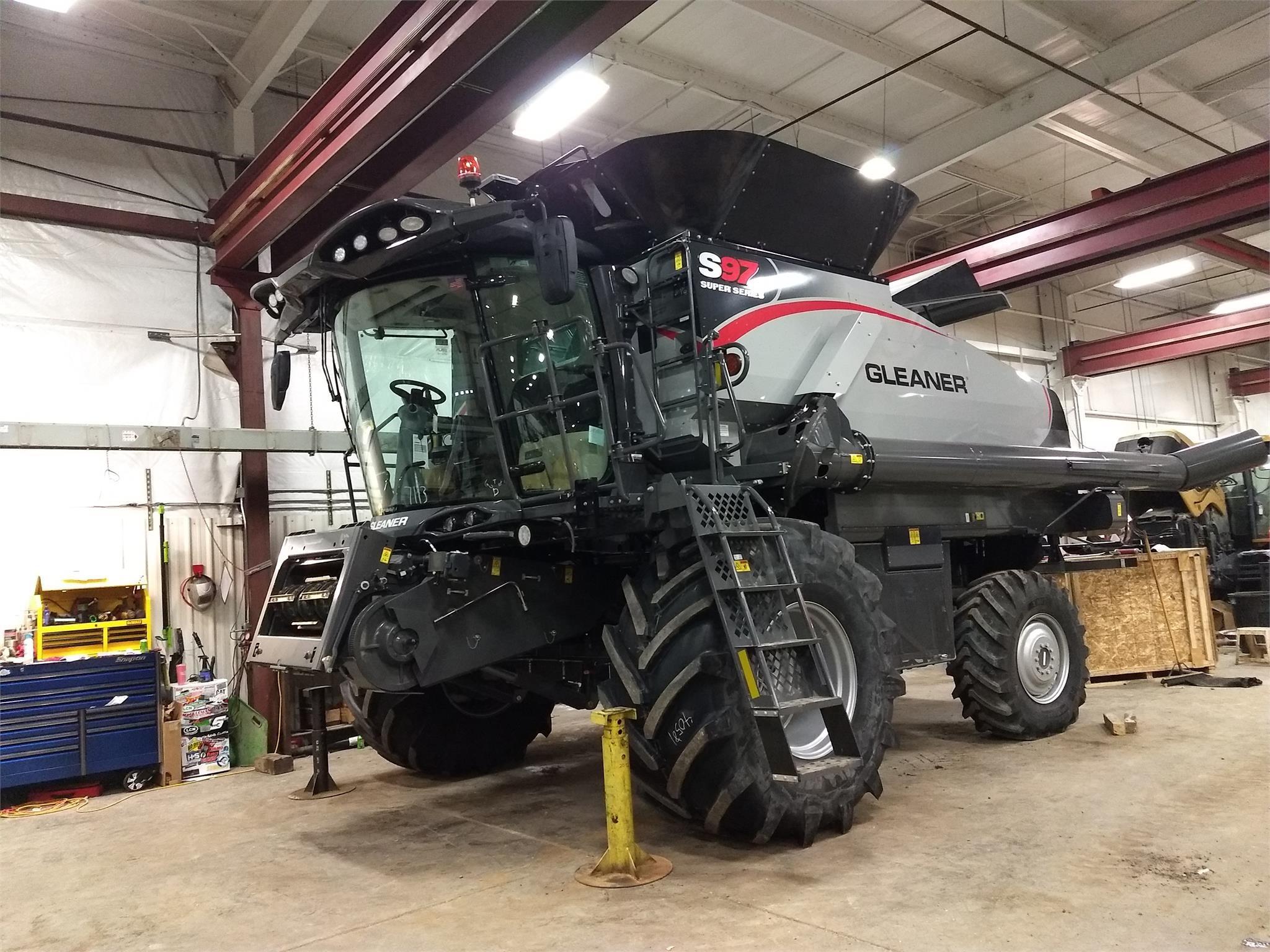 2019 Gleaner S97 Combine