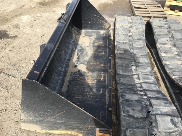 "2017 John Deere 84"" skid steer utility bkt Loader and Skid Steer Attachment"