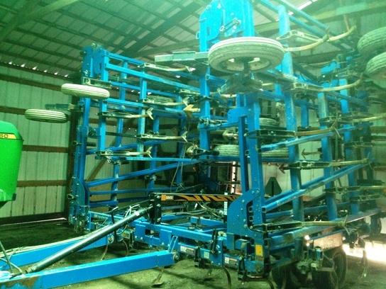 1998 DMI Tigermate II Field Cultivator