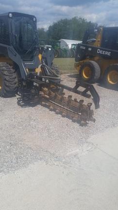 2005 Deere TR48B Trencher