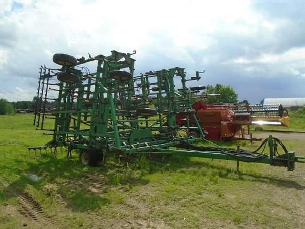 1997 John Deere 985 Field Cultivator