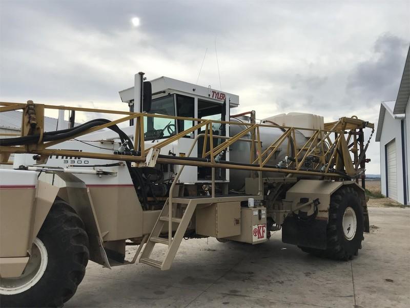 Tyler TITAN 3300 Self-Propelled Fertilizer Spreader