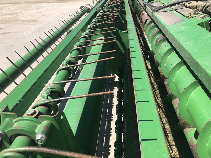 John Deere 4890 Self-Propelled Windrowers and Swather